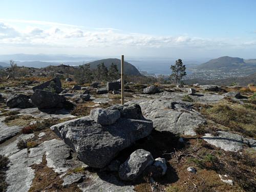 På Husafjellet med Tunglandsfjelelt 388 bak og Jørpeland t.h.