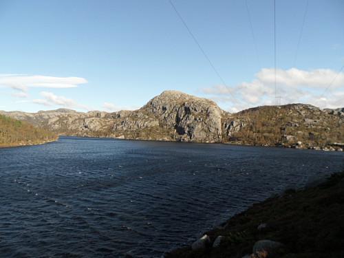 Tintusvatnet 468 med Kjeatofjellet bak.