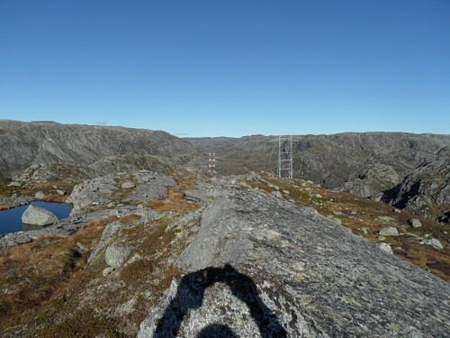 På den nordlige 930-toppen med litt av 910-toppen bak og Oddaheia i høgre bildehalvdel.