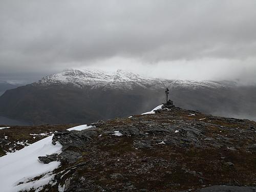 Mot trigpunktet og fjella aust for Grov