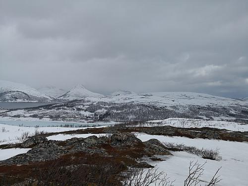 Utsikt frå toppen, mot Skinnkollen og Astridtind, med Blåheia foran