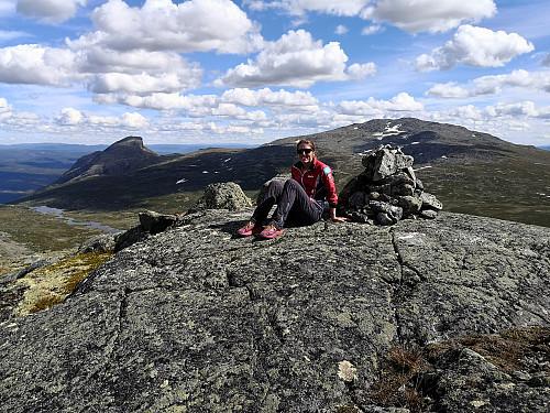 På Hamarskardtoppen, med Storehorn og Såta bak