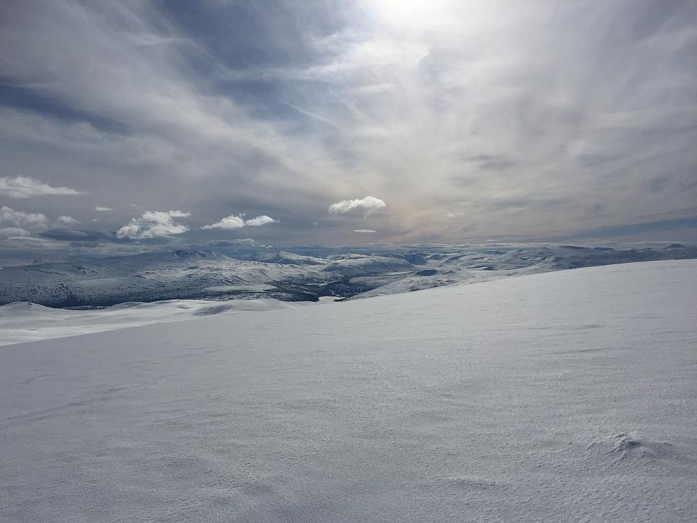 Flott utsikt vestover med Skridulaupen til venstre.