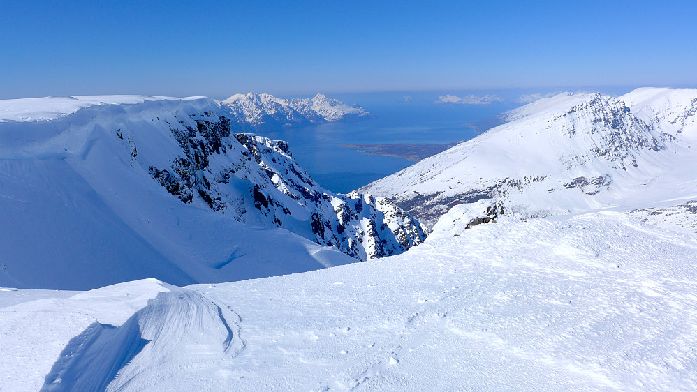 Utsikten på nordøstsiden av fjellet