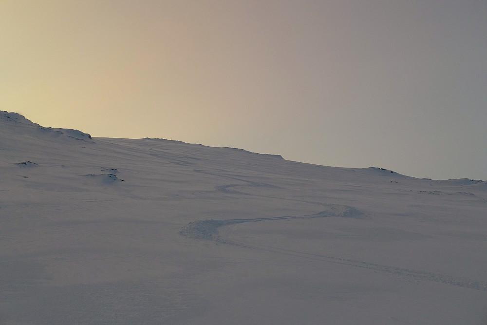 Litt mindre løssnø øverst på fjellet men fortsatt fin nedkjøring