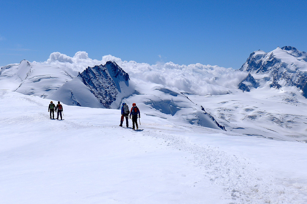 The other pairs of climbers chose to do the icy ridge option on the descent