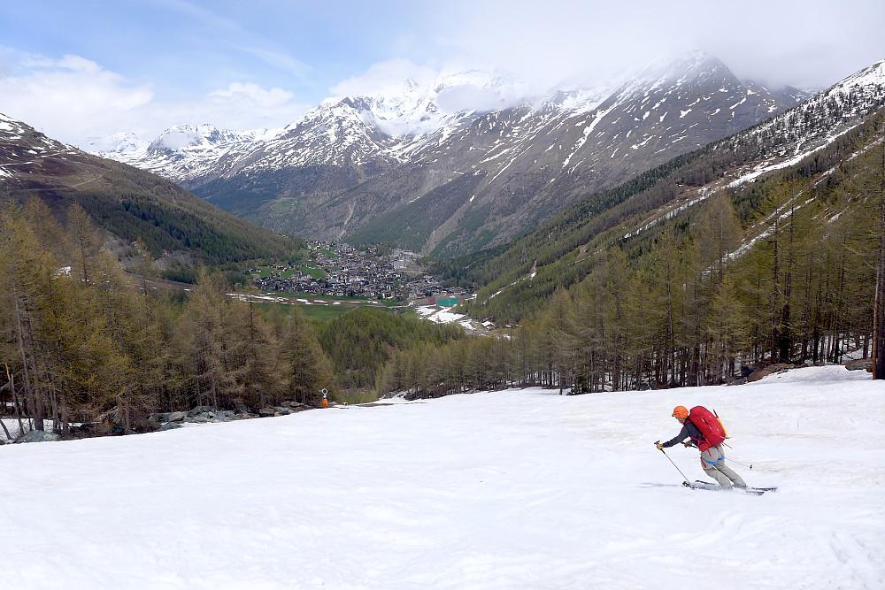 Nedkjøring i alpinbakken før vi kom helt ned til Saas Fee