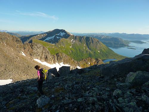 Descending the ridge to the pass, Vasstinden in the background