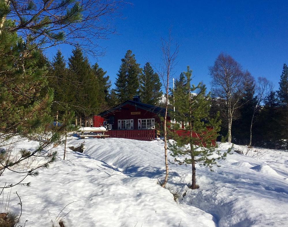 """Start fra Ørskogfjellet. En av de første hyttene har navnet """"pust ut"""" :-) Her har nok eierne funnet sitt fristed hvor de kan senke skuldrene !"""