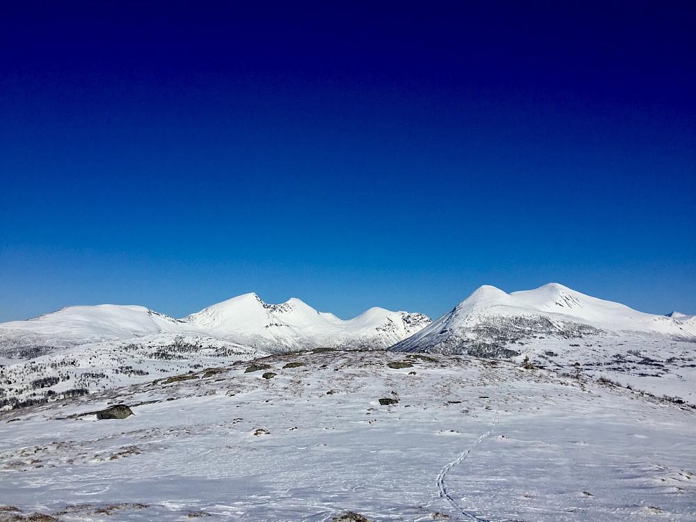 Flotte fjell kommer til syne, Trolltinden, Ytstetinden og Sprovstinden blant annet