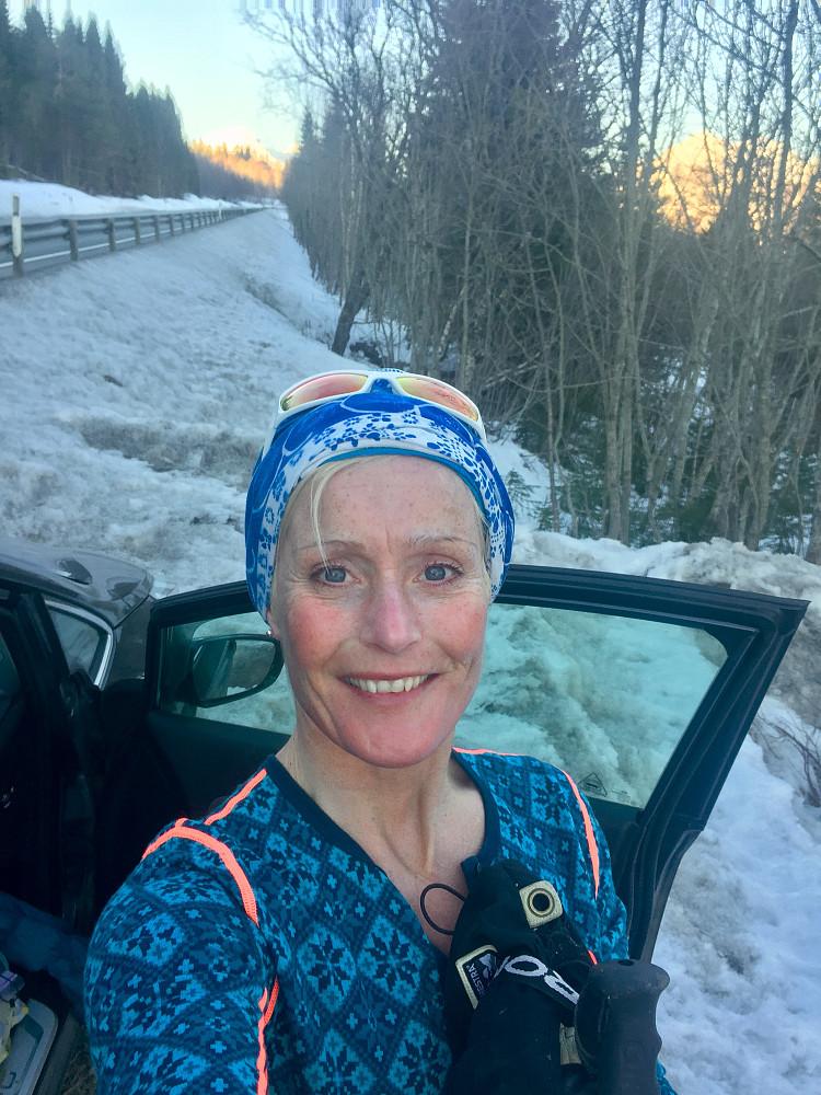 Vel nede ved bilen og superfornøyd med flott tur tross vekslende skiforhold :-)