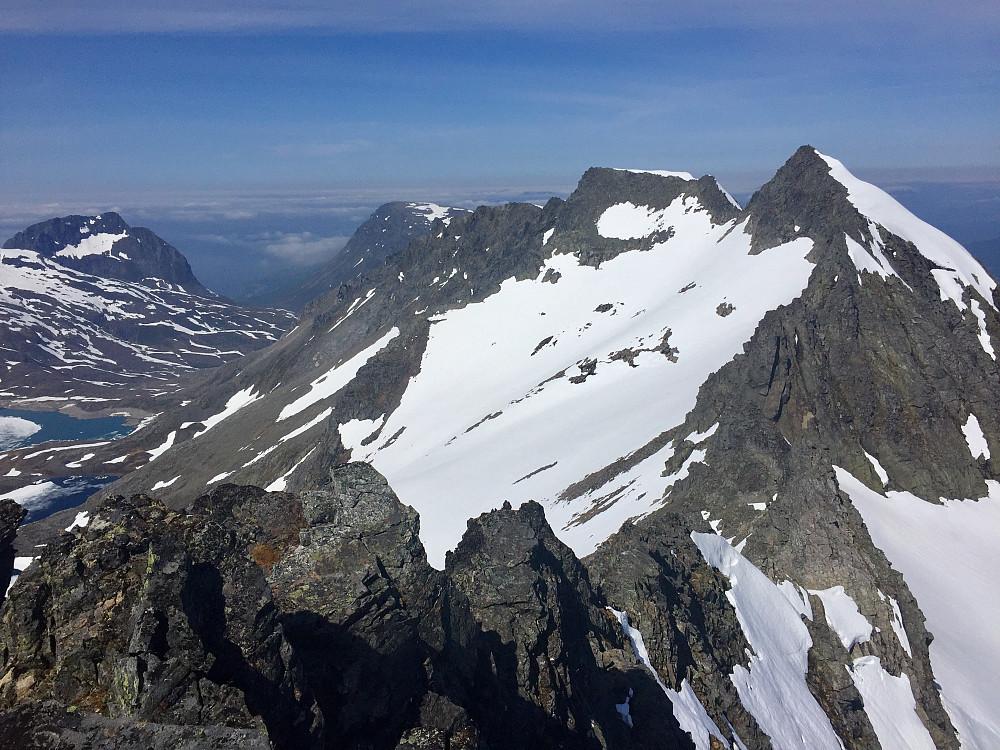Fra Skarabben 1459  og nordegga mot Blåbretinden hvor jeg så folk på toppen like etterpå