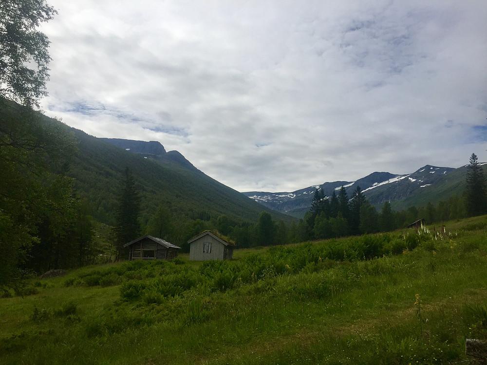 Melingsætra hvor jeg tok av og opp sti mot Snøfjellet