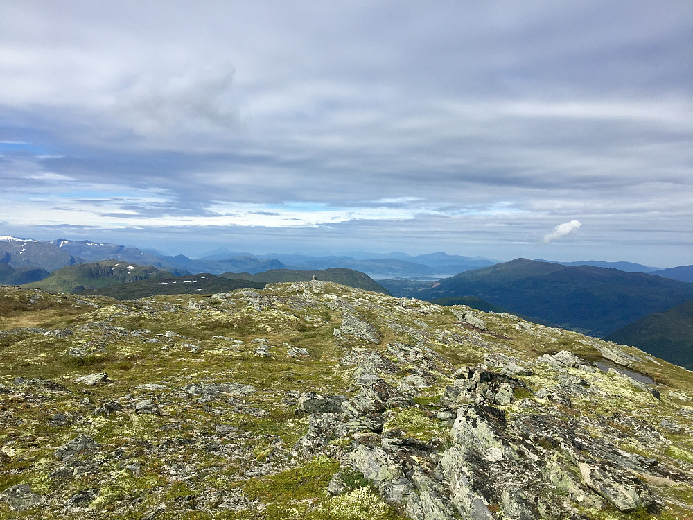 Fra Snøfjellet mot Surnadal. Honnstadknyken til høyre