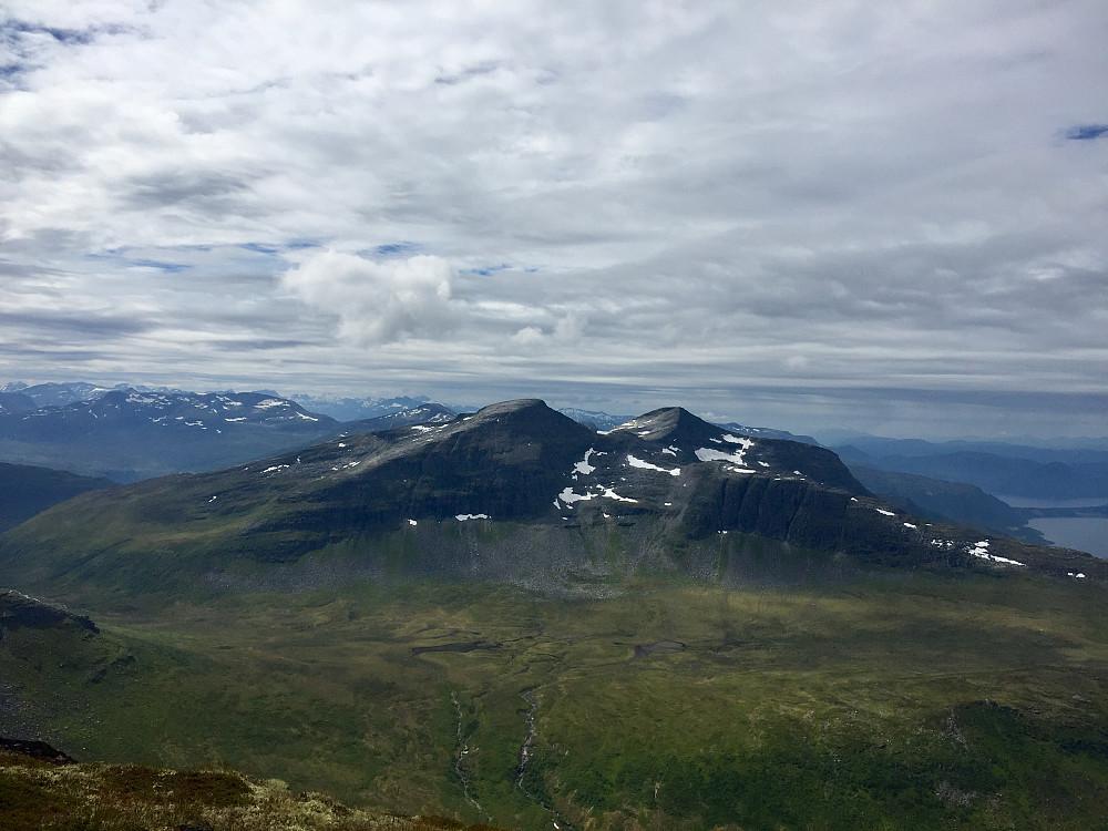 Fra Snøfjellet mot de vakre toppene Indre og ytre Sula