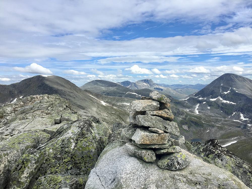 Trollhøtta 1328 mot Pekhøtta, Fruhøtta, Snota og Rognnebba