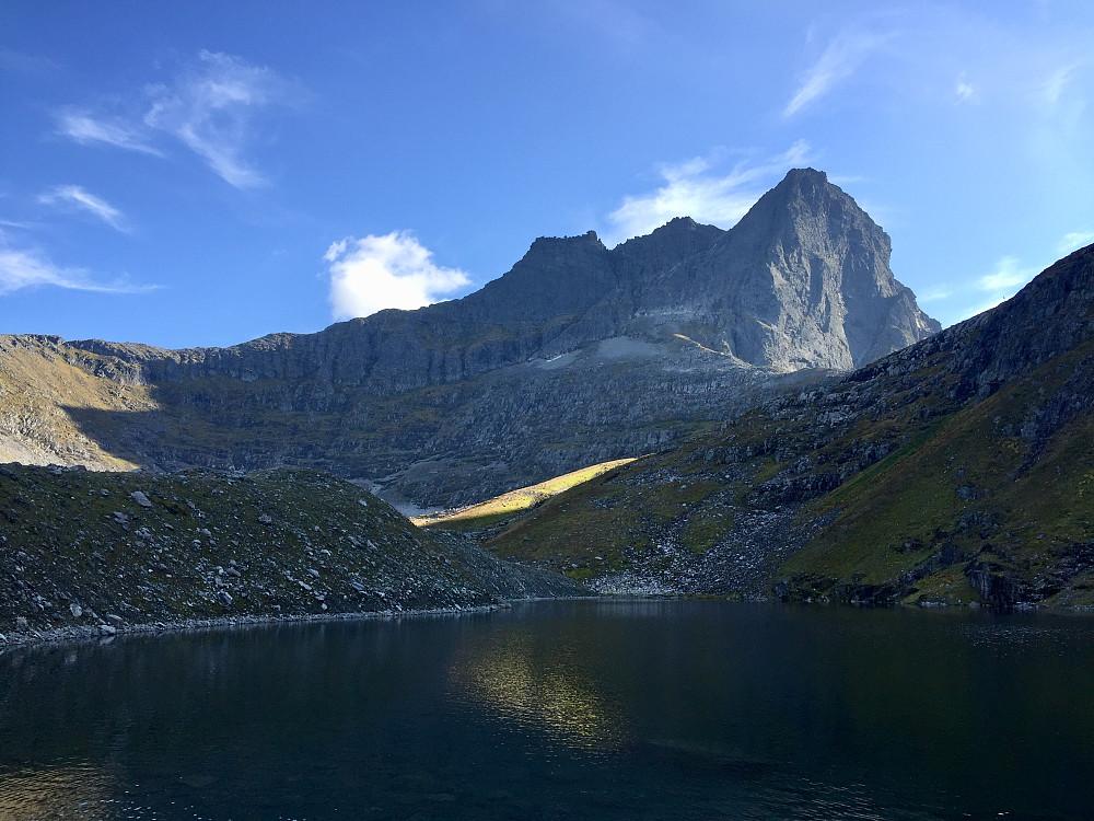 Vakkert i dalen mellom Konehornet, Jakta og Helgehornet