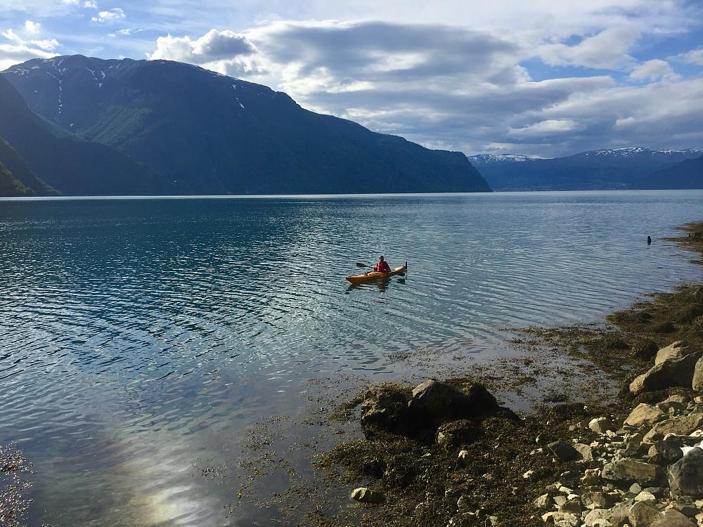 Ragnar Heier tester forholdene ute på fjorden