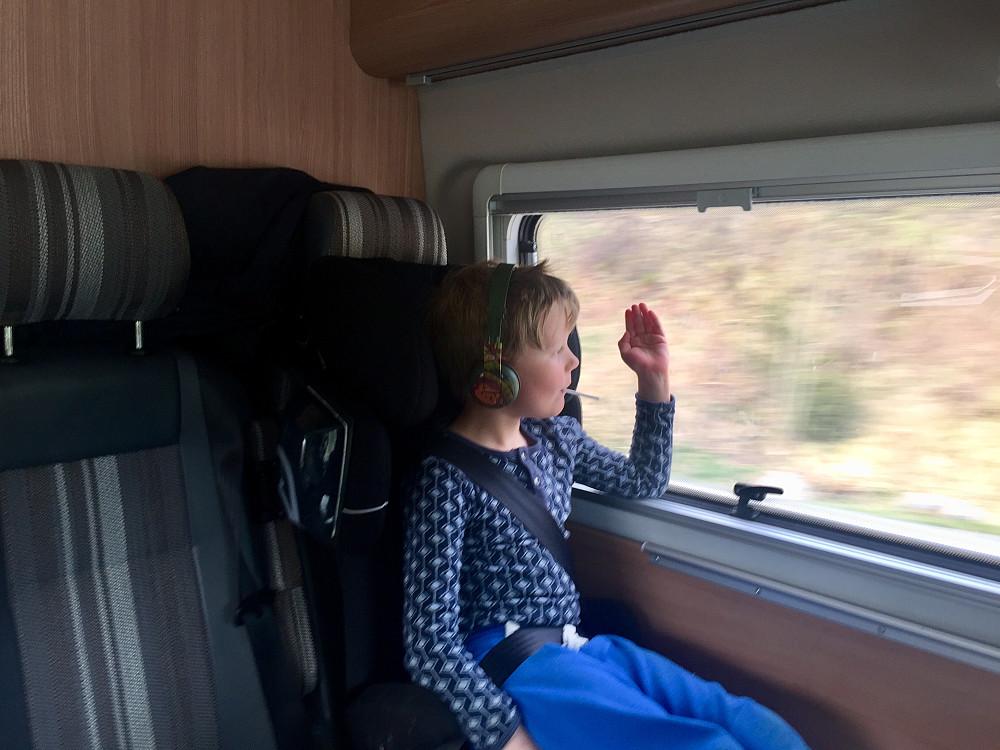 Torsdag med avreise fra Lotsberg sein ettermiddag etter jobb med en begeistret Vinjar som gledet seg til sesongstart med bobilen ;-)