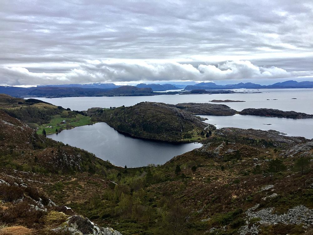 Fin rute ned mot Eide fra både Skrevarden og Skålefjell