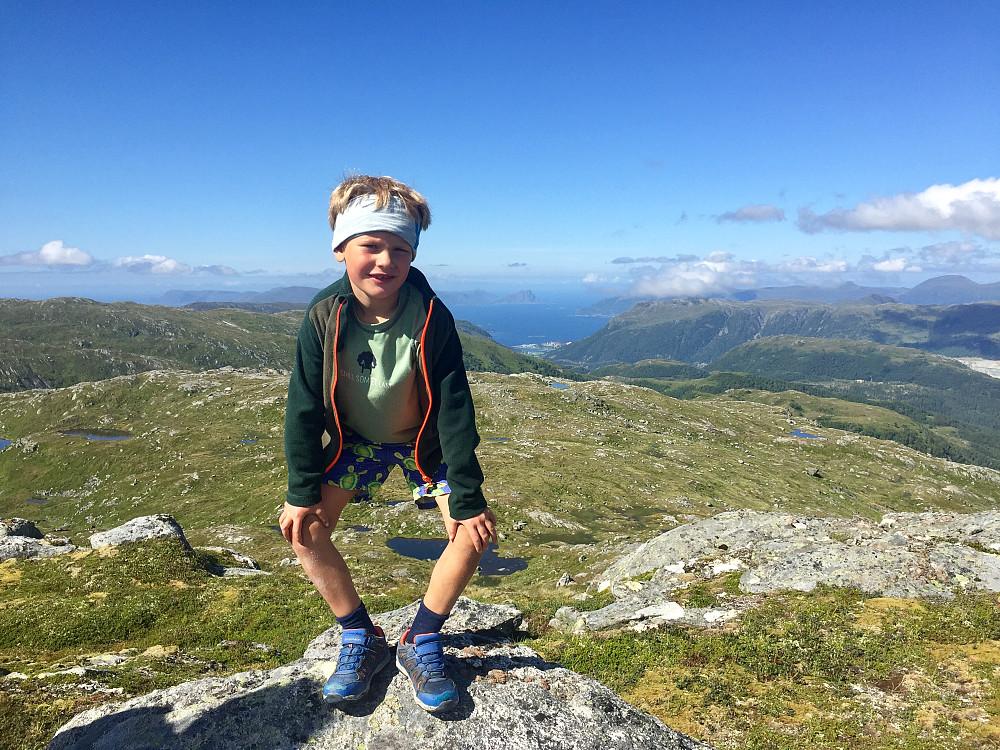 Vinjar med utsikt mot Åheim og videre mot Stadlandet fra Dua
