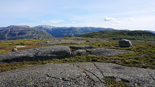 View toward Tveitakvitingen (left) and Børdalsfjellet (right) from Huldabottsfjellet
