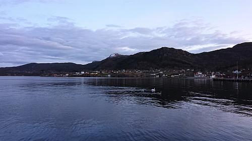 Looking back at Tysnessåta from Våge