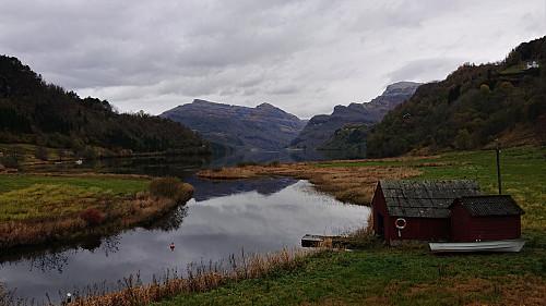 Ottanosi, Kjerringafjell and (the start of) Gjønakvitingen from Eide