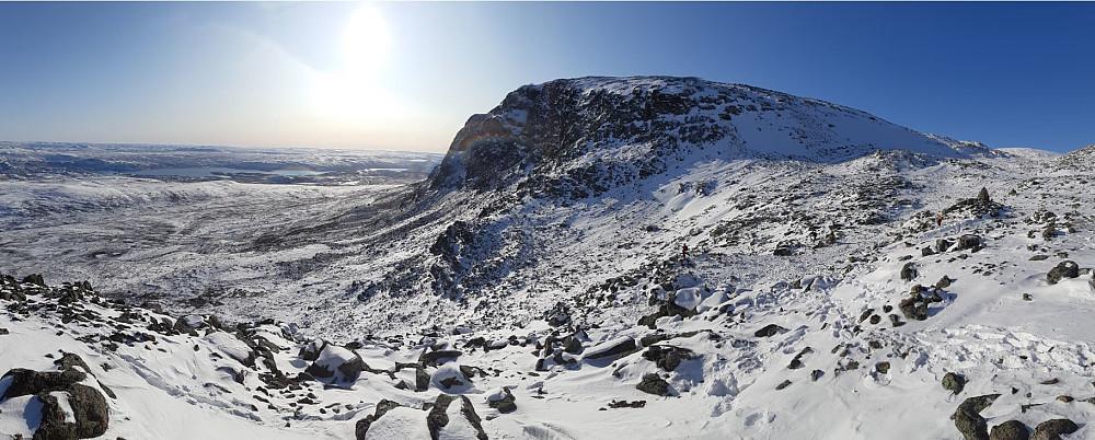 Prestholtskarvet, med utsikt over Hardangervidda. Bildet er tatt på toppen av trappa over Prestholtseter.