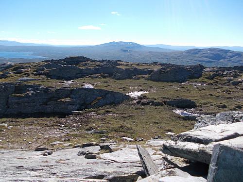 Utsikt fra Blåhåmmåren mot Sankåkleppen (til venstre)