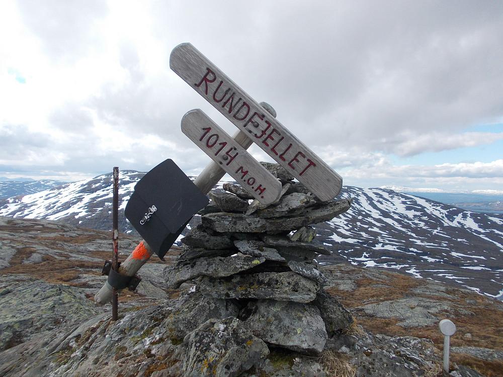 Toppvarden på Rundfjellet med Blåberga bak