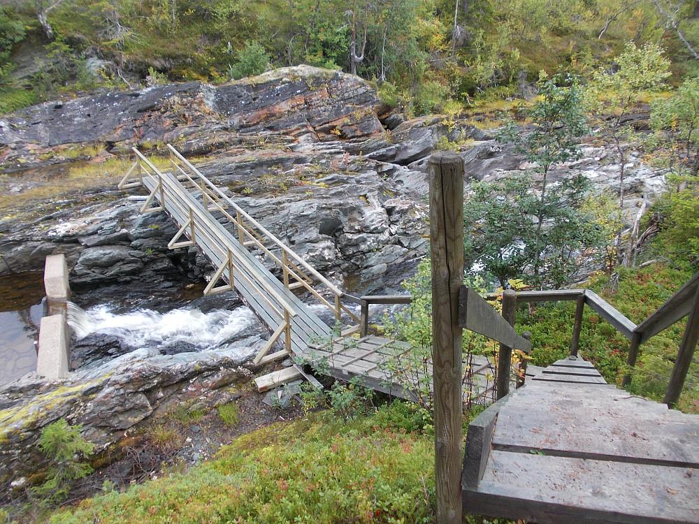 Trebru over Torsbjørka nedenfor dammen