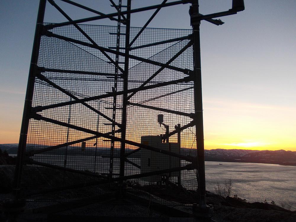 Ei mast ca en km fra toppen av Hundhammarfjellet