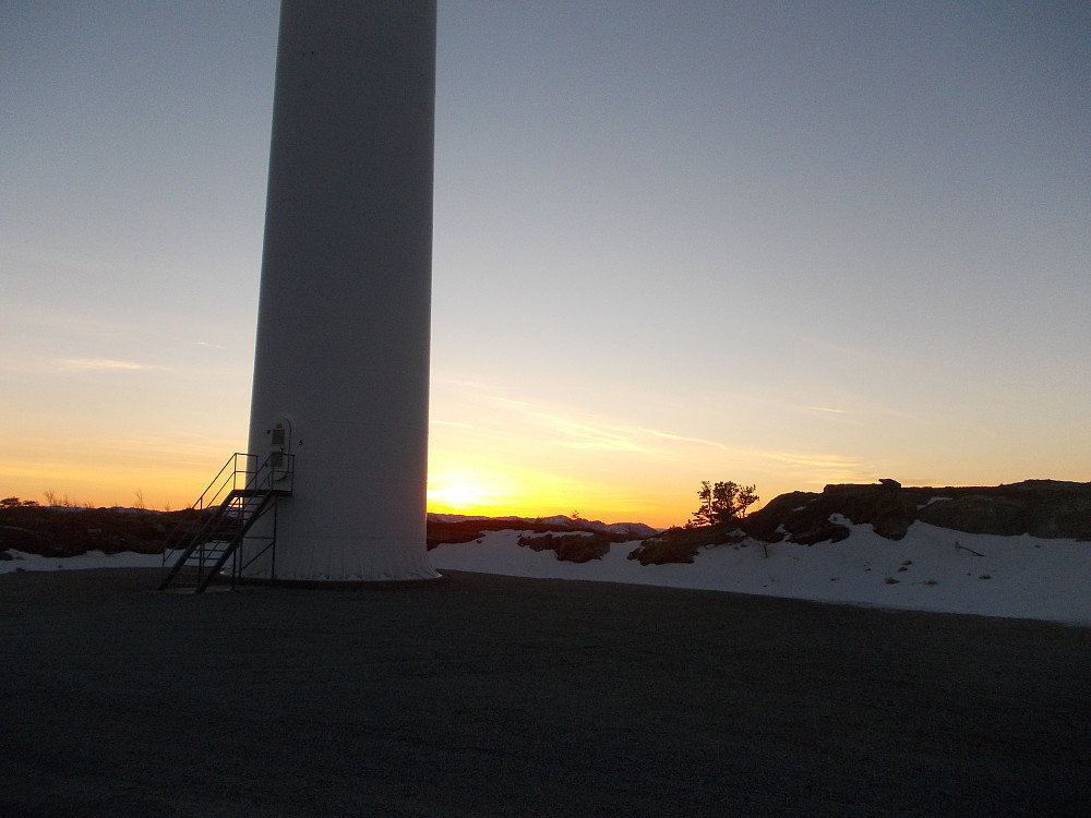 Soloppgang ved vindmøllene på Hundhammarfjellet
