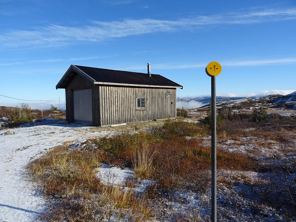 Den eneste bygningen på den 8 km lange veien til Geitfjellet