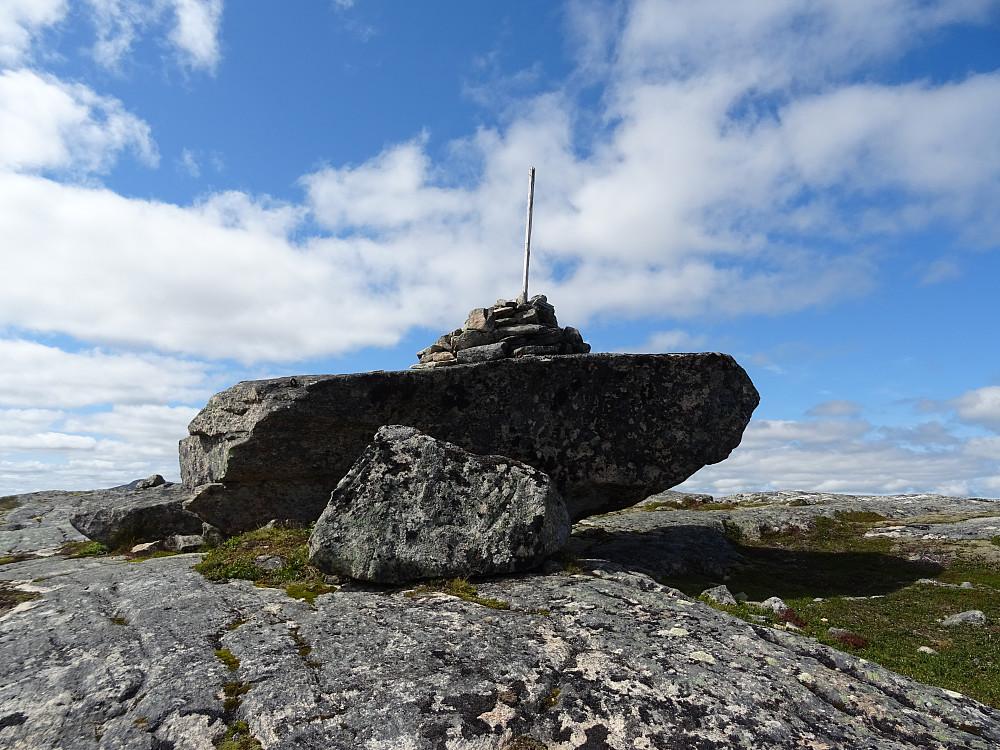 Trigpunktet på Jektheia er plassert oppe på steinen