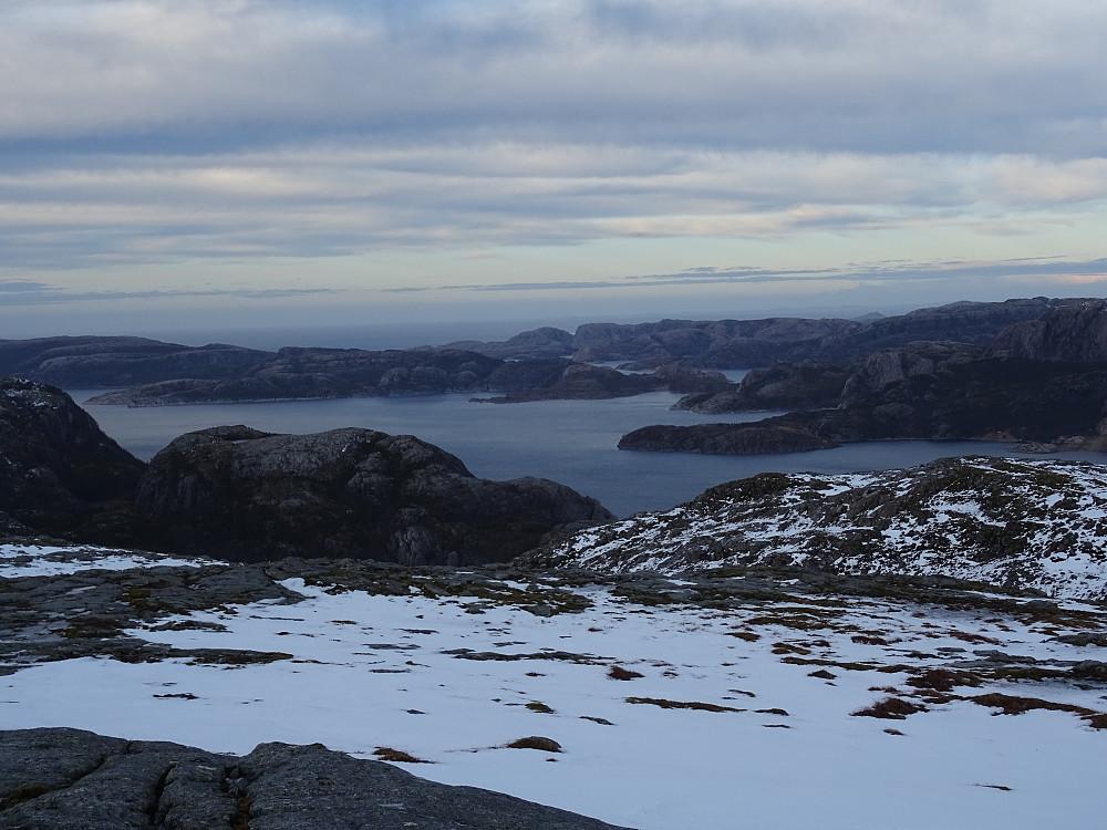 Utsikt fra Raplifjellet mot Svesfjorden