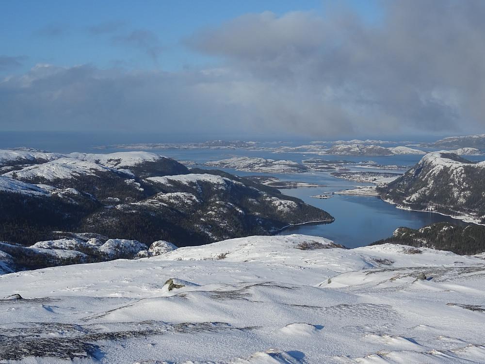 Utsikt fra Tverråfjellet mot Fløanfjorden og Lauvsnes