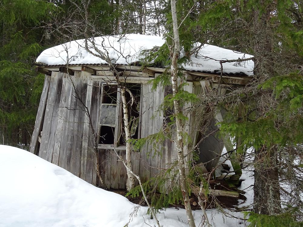 Denne hytta trenger litt vedlikehold