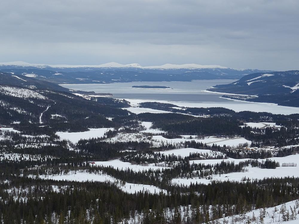 Utsikt fra Pilfjellet mot Kvarnbergsvattnet i Sverige