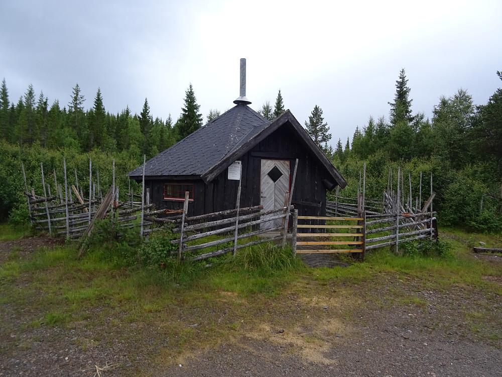 Parkerte i Sørfurudal ved denne hytta