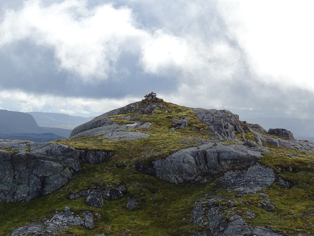 Varde på en markert topp like før trigpunktet på Durmålsfjellet