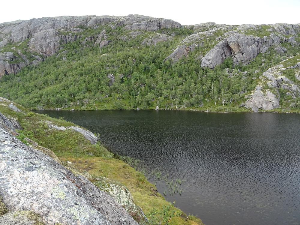 Vann nr 328 før oppstigningen til Storskardfjellet