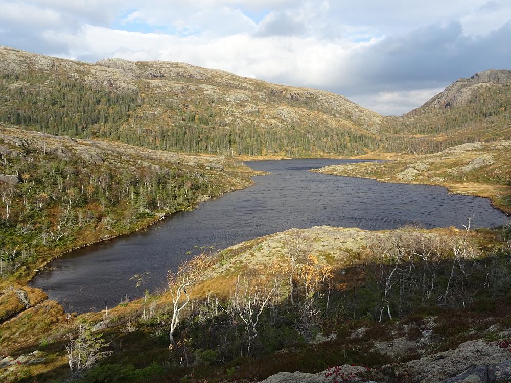 Kvennvatnet som ligger mellom Øst og Vestfjellet