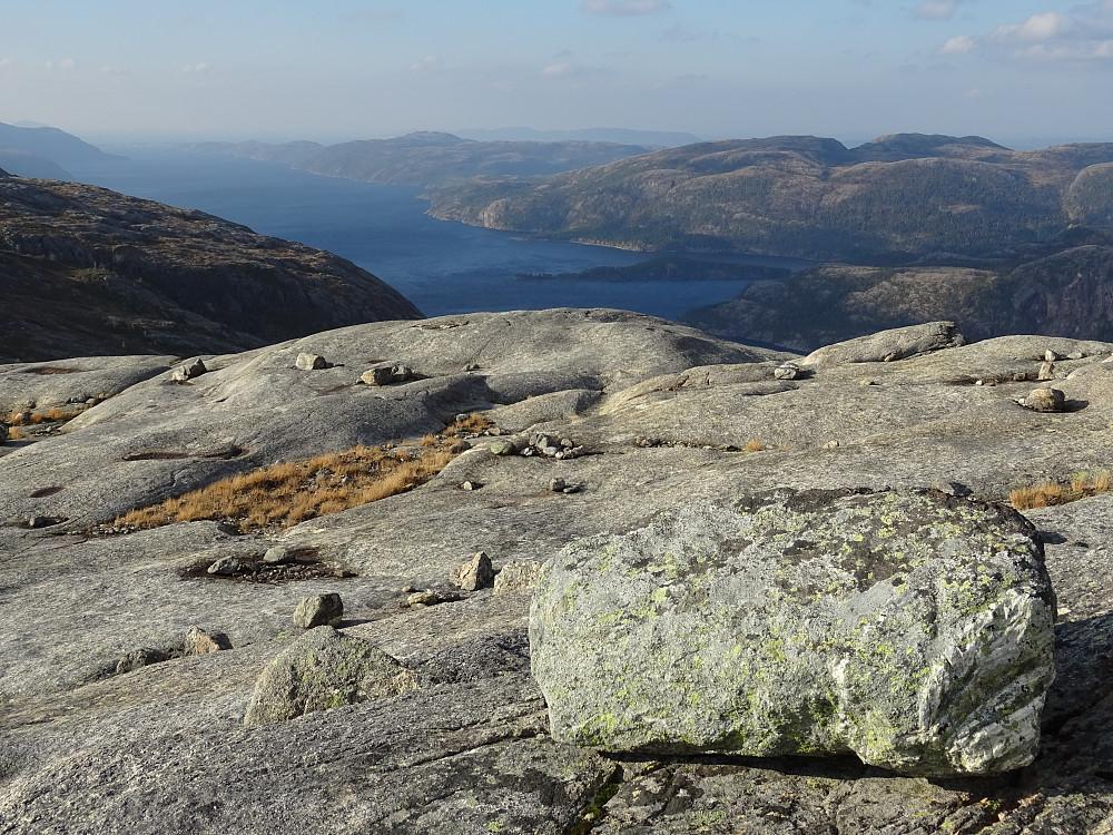 Utsikt mot Salvatnet fra Kvernvassfjellet Vest. Ingen markering av toppen