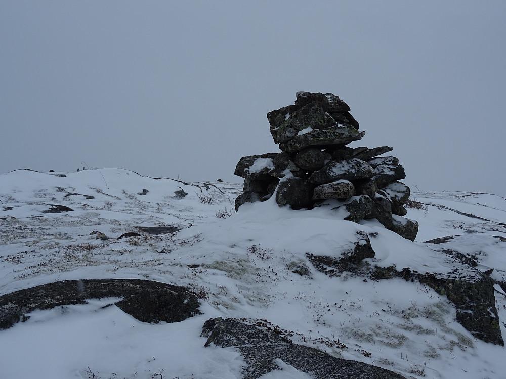Varden på Vestre Litjfjellet noen få meter fra trigpunktet