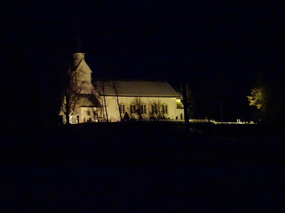 Passerte den flombelyste Høylandet Kirke på heimturen