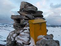 En gulmalt postkasse fra Otterøytrim