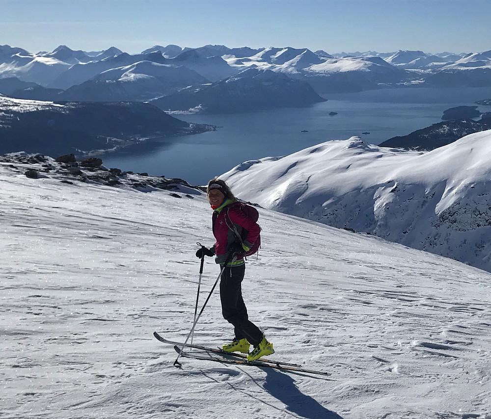 På veg opp - mot Langfjorden & Vesleskåla