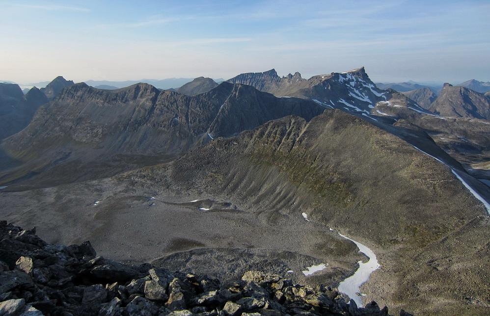 Flott utsikt mot bl.a Kongen, Trolltindane, Breitinden og Romsdalshornet.